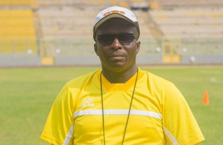 VIDEO: Ebusua Dwarfs coach cries over 'broad day robbery' from Referee Joshua Samadji
