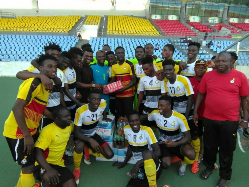 Rashid Sumaila donates items to Black Satellites ahead of Algeria game