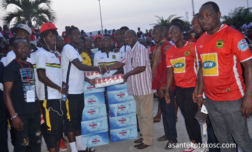 Kotoko supporters donate to players ahead of Confederation Cup campaign