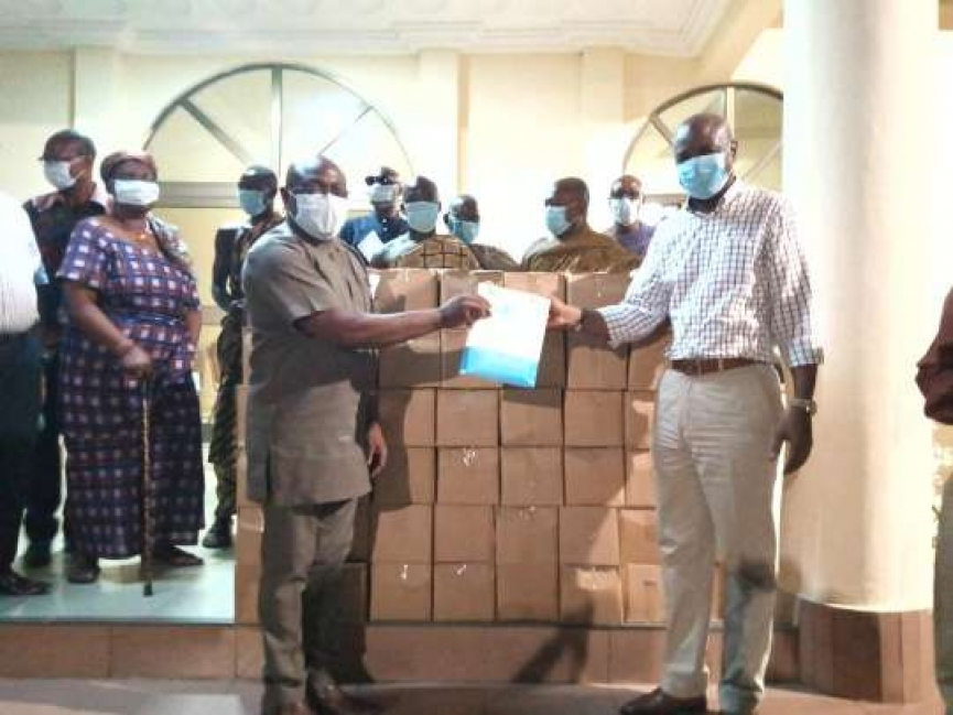 Hearts of Oak Board Chairman Togbe Afede donates Sanitizers, Gh¢ 100,000 to two hospitals in fight against Coronavirus